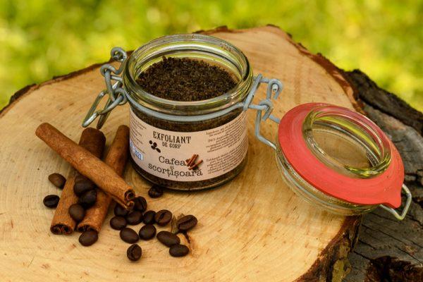 Exfoliant de corp cafea și scorțișoară